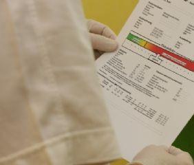 Vor der Schnarchbehandlung steht die Diagnose. Ein Mesam-Gerät zeichnet die Atemtätigkeit auf daraus entsteht die Schnarchanalyse mit Risikoprofil.