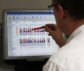 Bildergalerie Mundhygiene Floridaprobe. Es handelt sich um ein computergestütztes Befundungs- und Diagnoseprogramm für Zahnfleischerkrankungem.