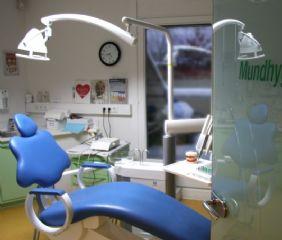 Der Mundhygiene Raum hat de beste Aussicht der ganzen Praxis.